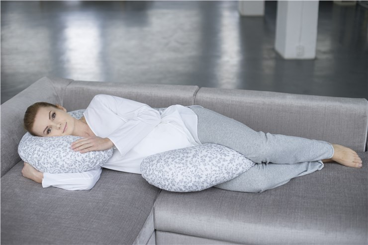 Motherhood Sleepy-C Maternity Support Pillow Grey Branches vankúš na odpočívanie pre mamičky - Brendon - 68490