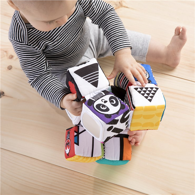 Baby Einstein Infinity Block High Contrast Toy  kézügyesség fejlesztő - Brendon - 115574