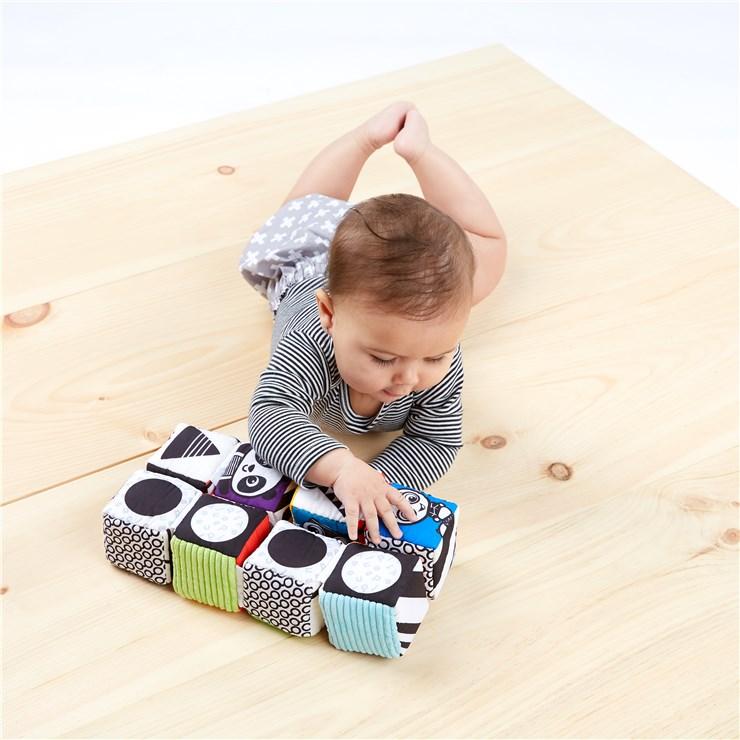 Baby Einstein Infinity Block High Contrast Toy  kézügyesség fejlesztő - Brendon - 115576