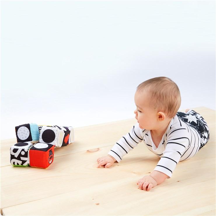 Baby Einstein Infinity Block High Contrast Toy  kézügyesség fejlesztő - Brendon - 115577