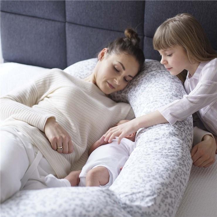 Motherhood Sleepy-C Maternity Support Pillow Grey Branches vankúš na odpočívanie pre mamičky - Brendon - 23071502